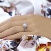 cushion Cut Diamond Engagement Ring 18K white gold