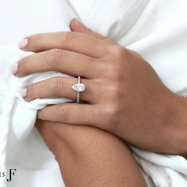 pear Cut Diamond Engagement Ring 18K white gold