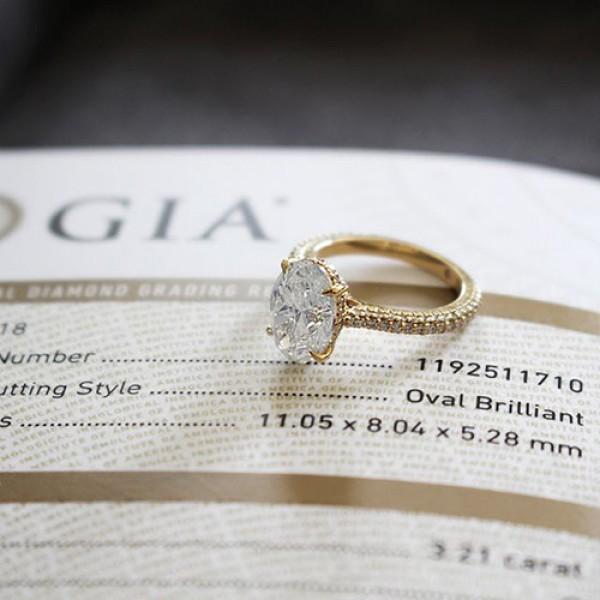 oval Cut Diamond Engagement Ring 18K yellow gold