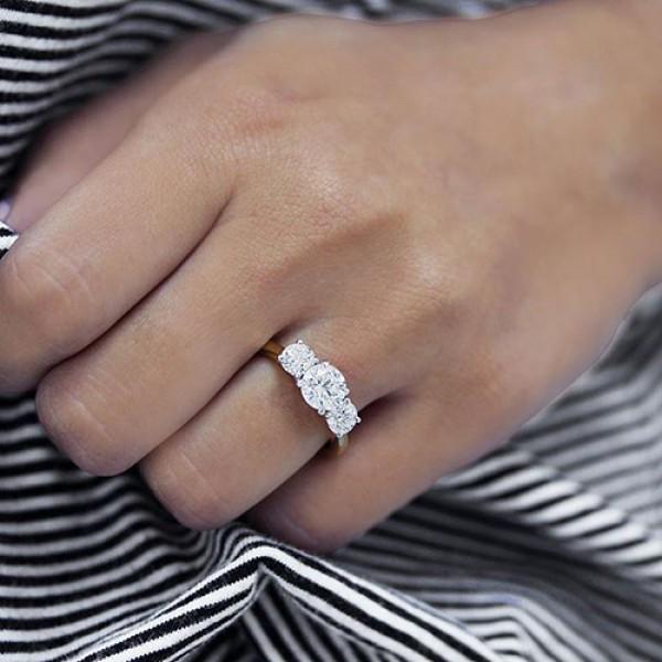 round Cut Diamond Engagement Ring 18K yellow gold