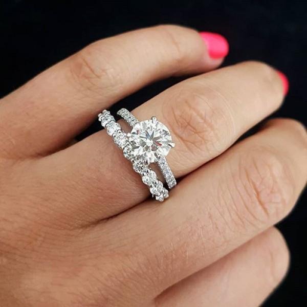 round Cut Diamond Engagement Ring 18K white gold