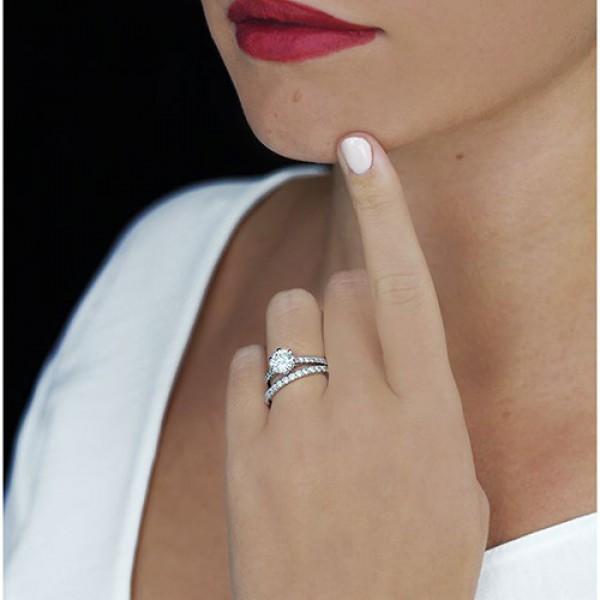 round Cut Diamond Engagement Ring platinum